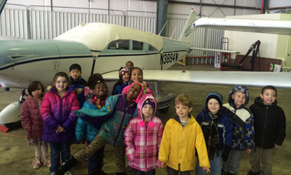 kids_learning_about_aviation